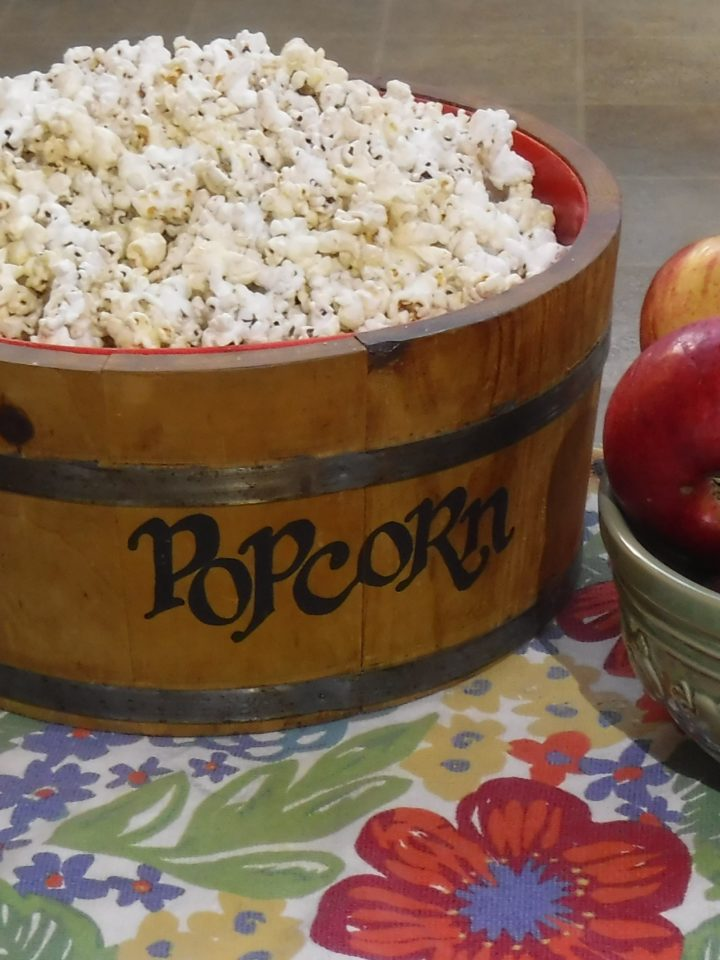 Fresh amish spiced apple cider with popcorn - Amish365.com